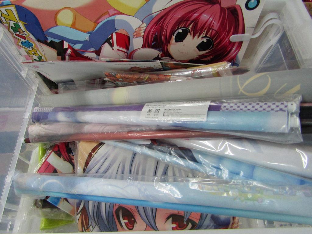 宅配買取 ゲーム特典の抱き枕カバーやタペストリー 大量 買取しました。